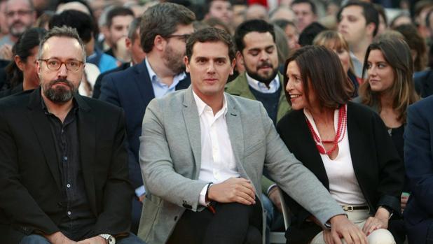 Rivera y Girauta, junto a la candidata de su partido a la Presidencia de la Xunta, Cristina Losada