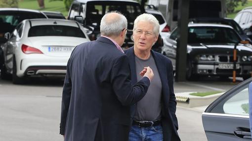 Imagen del actor durante su visita a las instalaciones de Porcelanosa