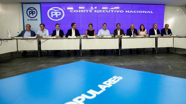 Rajoy y su equipo, en el anterior Comité Ejecutivo Nacional del PP