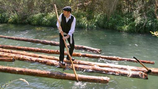 Ganchero descendiendo por el río Tajo