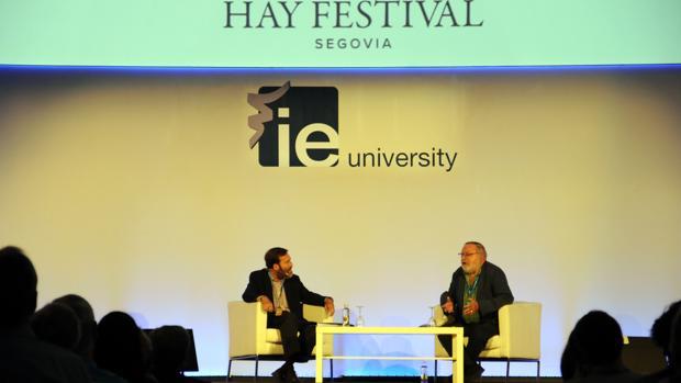 El economista y empresario Guillermo de la Dehesa y el filósofo Fernando Savater participan en el Hay Festival 2016