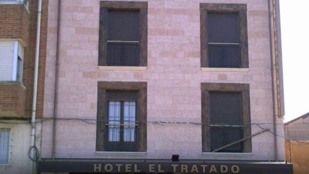 El gerente de un hotel de Tordesillas deja encerrados a los clientes y se marcha con la recaudación