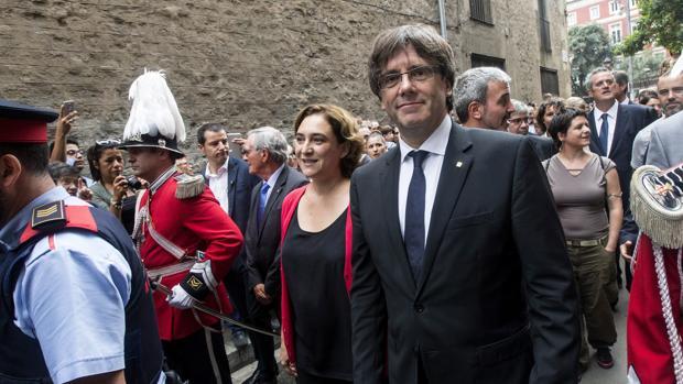 Carles Puigdemont, se reunirá con diputados de JxSí antes de la cuestión de confianza