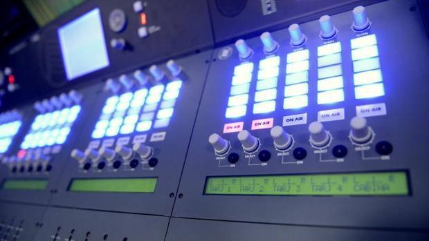 Control de los estudios de radio M21