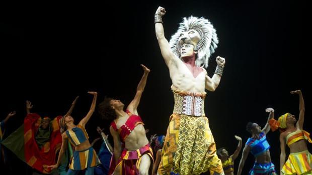 Escena del musical de «El Rey León», en el Teatro Lope de Vega