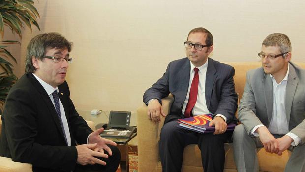 Puigdemont, en un reciente encuentro con los dirigentes de Sociedad Civil