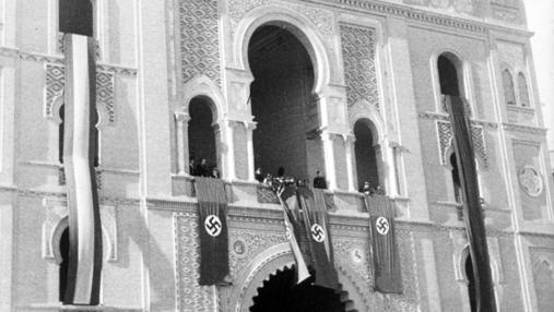 La fachada de la Plaza de las Ventas, con esvásticas para la visita de Himmler