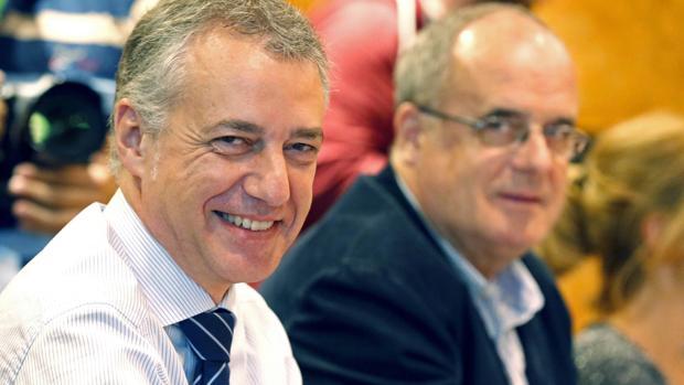 Iñigo Urkullu junto al dirigente Joseba Egibar durante la reunión mantenida este lunes con el EBB en la sede central para valorar los resultados obtenidos en las elecciones