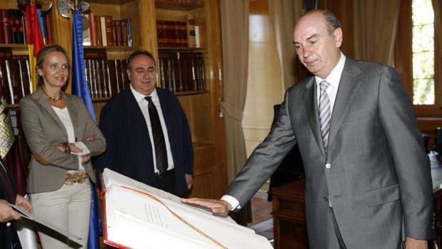 José Manuel Latre durante su toma de posesión como alcalde de Sigüenza