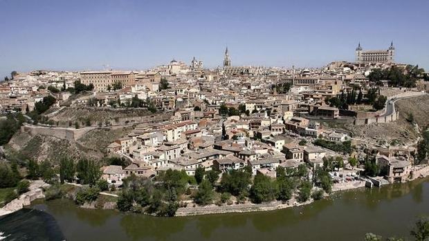 Vista de la ciudad histórica con sus serpenteantes callejuelas, desde el Valle
