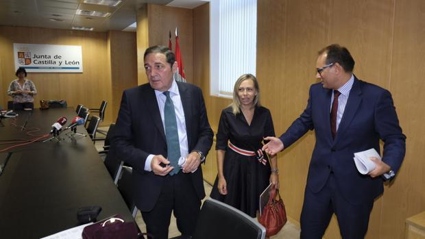El consejero Sáez-Aguado, la doctora Garrido y el gerente Carlos Raúl de Pablos