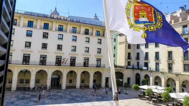 Absuelto el empresario que ofrecía 4.000 euros de sueldo de secretaria con favores sexuales