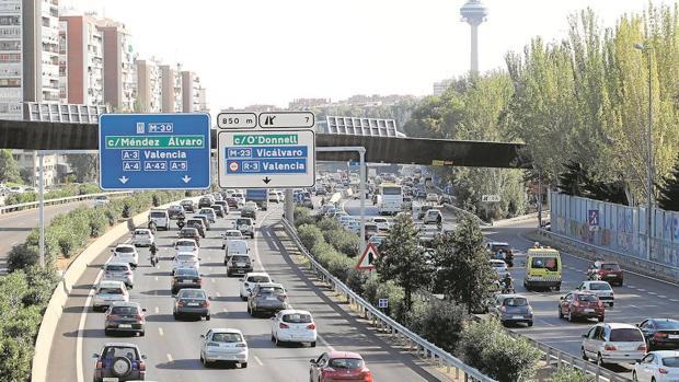 Una media de 300.000 vehículos atraviesan cada día la autovía de circunvalación conocida como la M-30