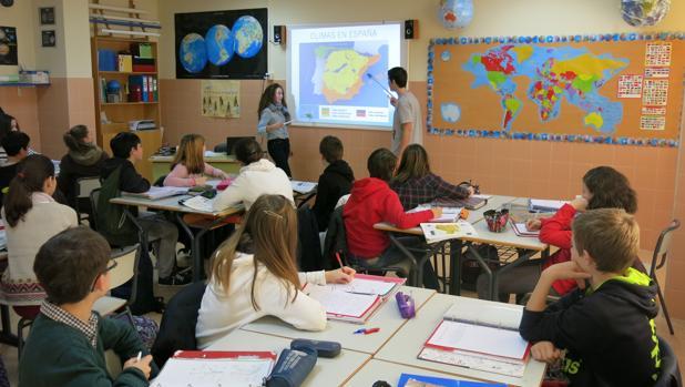 La institución utiliza mecanismos como el aprendizaje basado en problemas o proyectos
