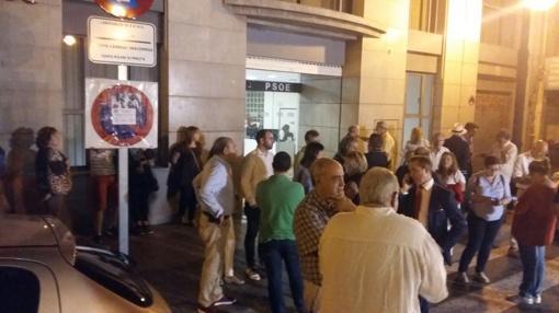 Concentración de militantes y simpatizantes frente a Blanquerías