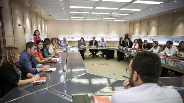 Vista general de La Ejecutiva del PSOE, que se reunió para convocar el Comité Federal