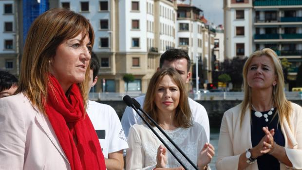 Idoia Mendia, que se presentaba como candidata socialista a lendakari, en un mitin