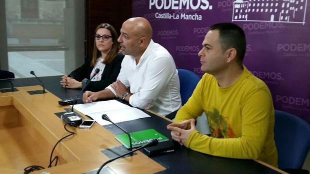 José García Molina (c). A su lado, David Llorente, diputado regional y María Díaz, secretaria de Organización
