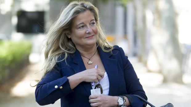 Virginia López Negrete, ayer, a su llegada a los juzgados