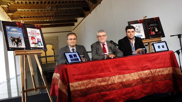 Ángel Felpeto, en el centro, durante la presentación la programación