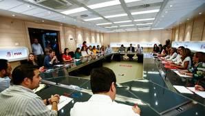 Estos son los 17 miembros de la Ejecutiva del PSOE que han dimitido