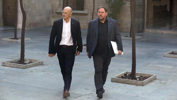 Raül Romeva y Oriol Junqueras, este martes en el Palau de la Generalitat antes de la reunión del Govern