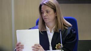 La presidenta del tribunal de Nóos sale con un amigo íntimo de Diego Torres