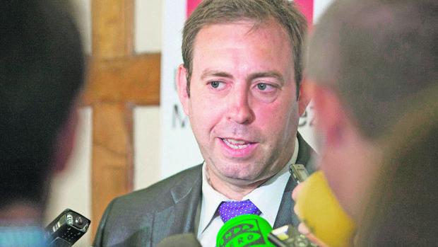 El alcalde de Jun: «Díaz no conoce la palabra lealtad. Se lo advertí a Sánchez»