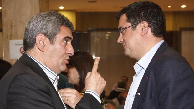 Julio Villarubia y Óscar López durante el Comité Autonómico de 2013