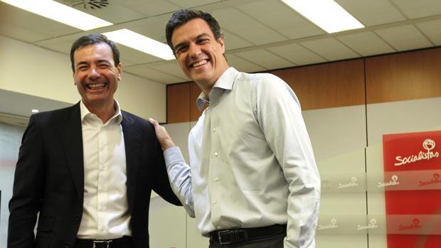 Tomás Gómez y Pedro Sánchez, en julio de 2014