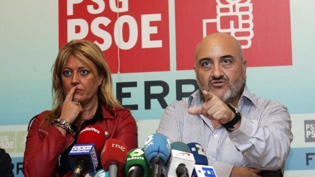 Beatriz Sestayo, junto al alcalde de Ares y representante de la Fegamp, Julio Iglesias, este miércoles