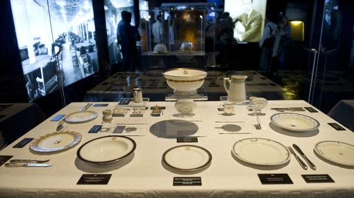 Platos del Titanic en la exposición homónima sobre el transatlántico