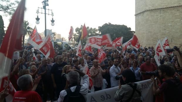 Imagen de la protesta de este jueves frente a la sede del PSPV