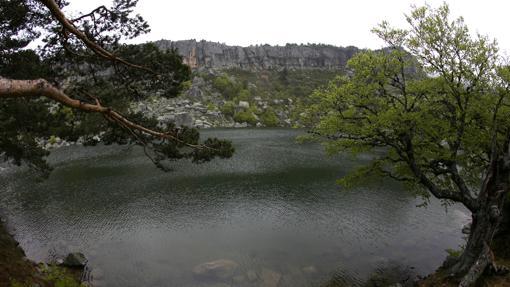 La Laguna Negra es uno de los escenarios que se recopilan en «La tierra de Alvargonzález»