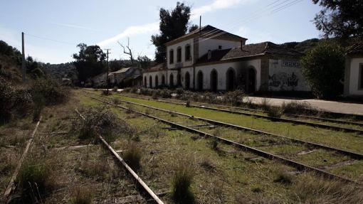 Las vías del ferrocarril y su instalación llamaron la atención de Luciano G. Egido