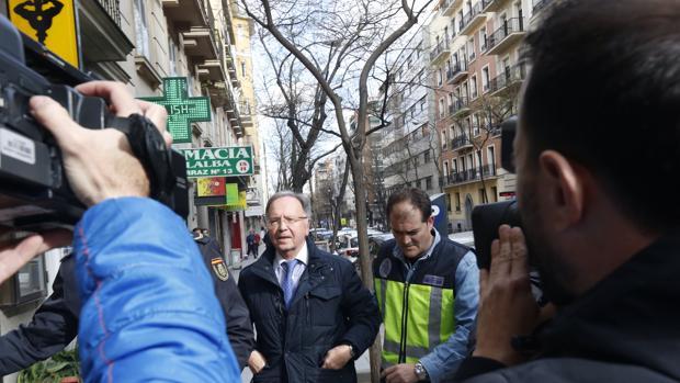 Sede de Manos Limpias en la calle Ferraz con la presencia de Miguel Bernard detenido por la policía