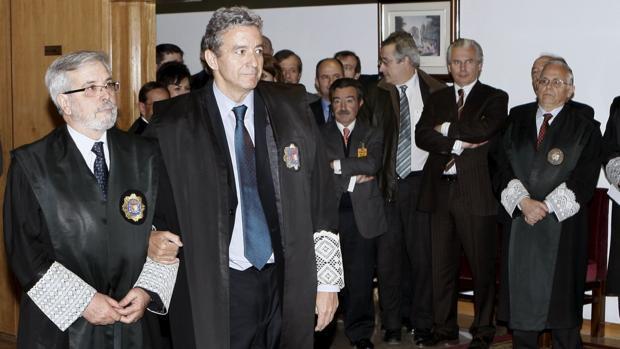 El magistrado Javier Martínez Lázaro (con corbata azul), decidirá el lunes sobre el juez De Prada