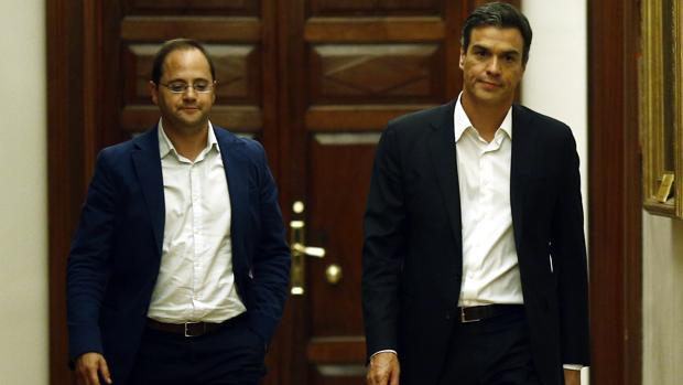 César Luena y Pedro Sánchez, en una imagen de archivo