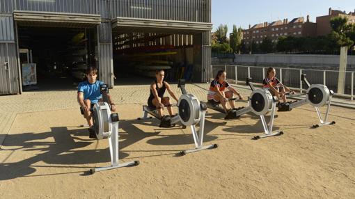 Dada la falta de agua, los alumnos solo puede realizar ejercicios físicos fuera del río