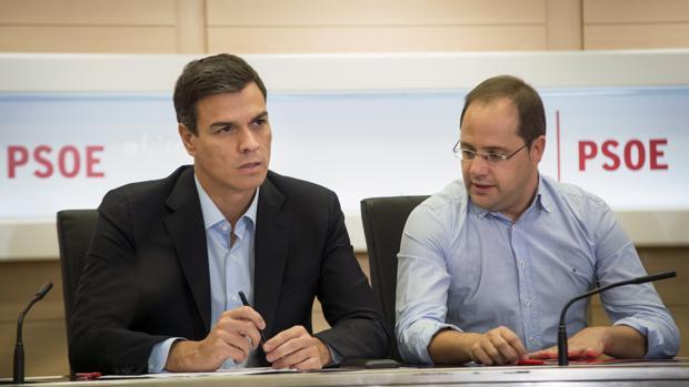 Pedro Sánchez y César Luena, en la reunión de La Ejecutiva del partido del pasado lunes