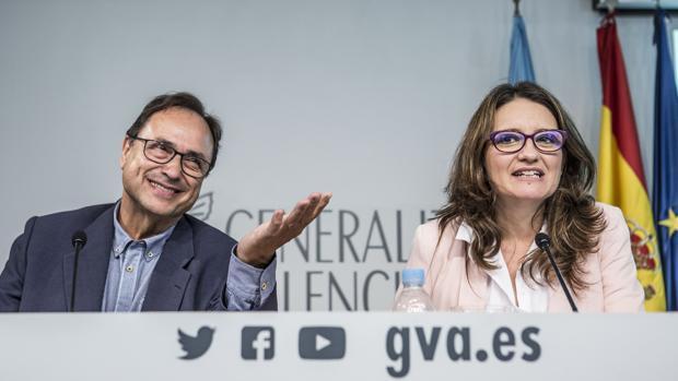 Vicent Soler y Mónica Oltra, este viernes durante la presentación del anteproyecto