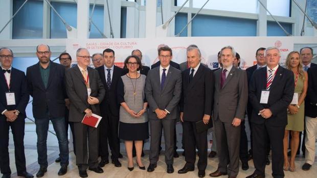 Feijóo, junto las autoridades participantes en el «Spin 2016»