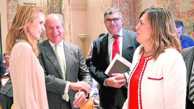 Marcos saluda a Sandra Ybarra y Juan Manuel González Serna