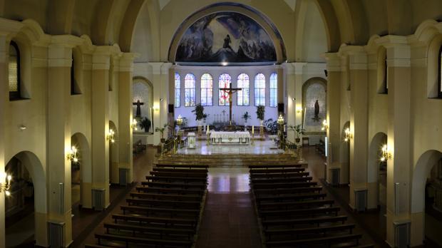 Interior de la parroquia de San Francisco de Asís, en Vallecas