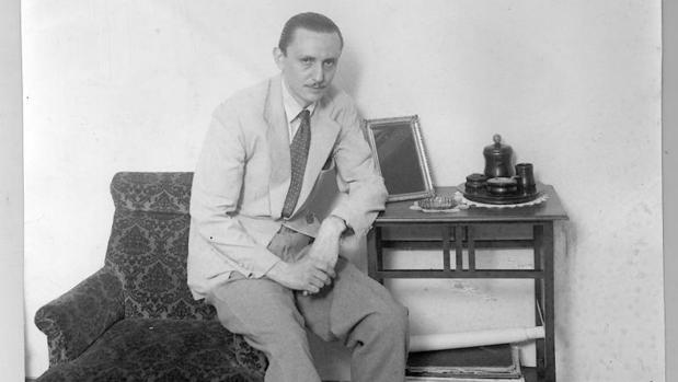 Antonio Buero Vallejo, en 1949, tras recibir el premio Lope de Vega