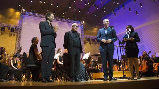 César Sánchez (derecha), junto al músico Michael Nyman en el ADDA