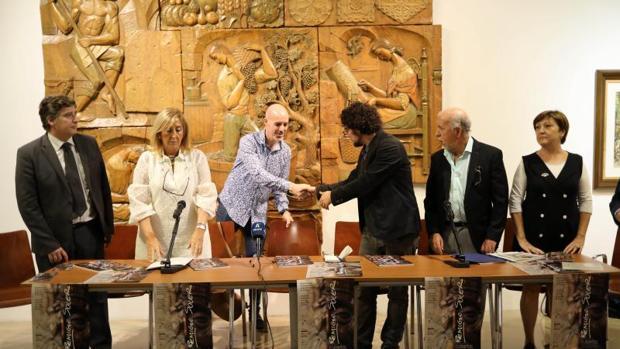 Un momento de la inauguración y presentación de la exposición, en la Lonja del Pescado