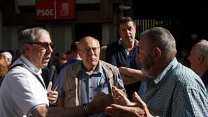 Los dirigentes del PSOE, a la gresca en Twitter: «Lo que estáis permitiendo no tiene nombre»