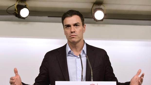 Pedro Sánchez, ante la prensa tras su dimisión