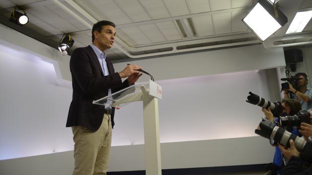 Pedro Sánchez comparece ante la prensa en la sede de Ferraz